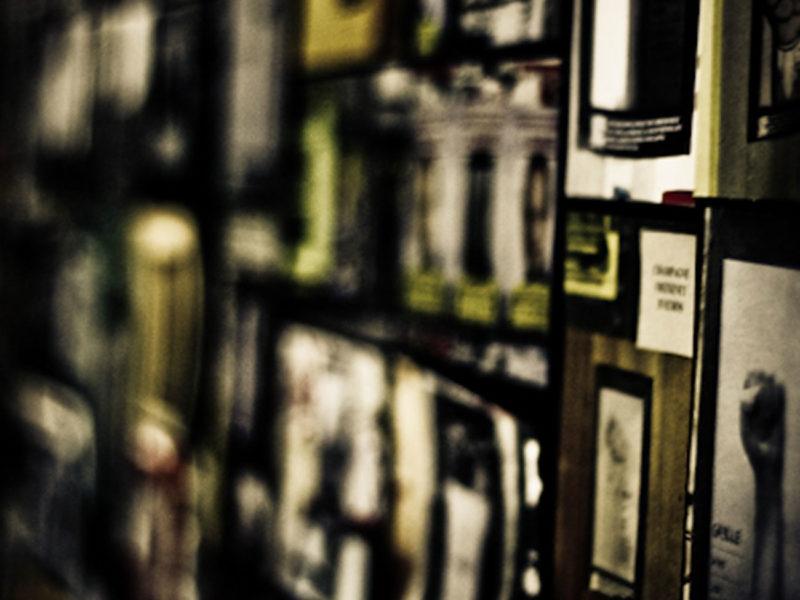 Aïtana Design, Caroline Viollier, graphisme, direction artistique, création graphique, design graphique, branding, Biarritz, Paris, studio de création, exposition, politique, poings levés, appel au vote, mobilisation vote france