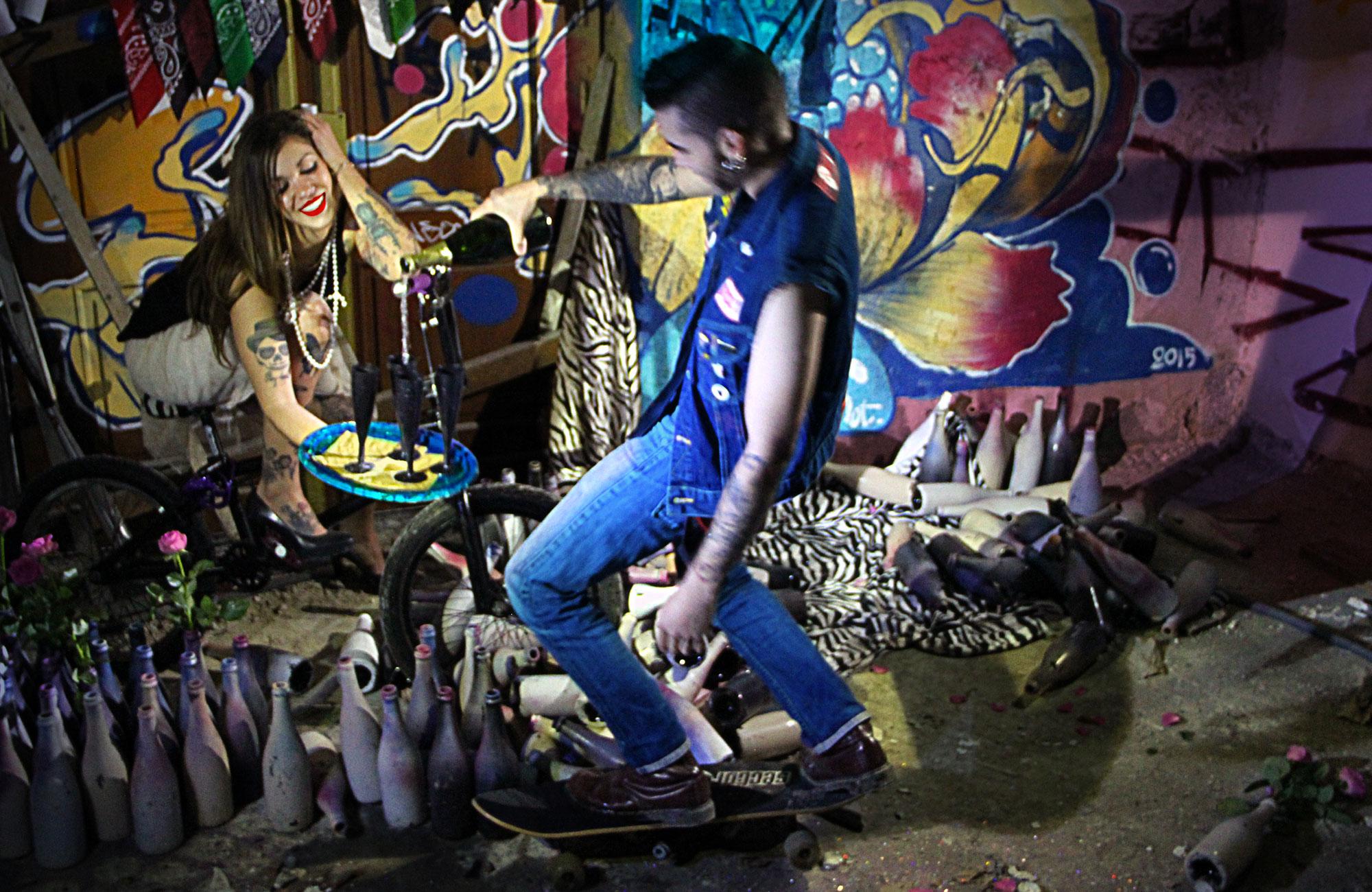 Aïtana Design, Caroline Viollier, graphisme, direction artistique, création graphique, design graphique, branding, Biarritz, Paris, studio de création, exposition, tatoués, champagne, irrévérence, skate, squat